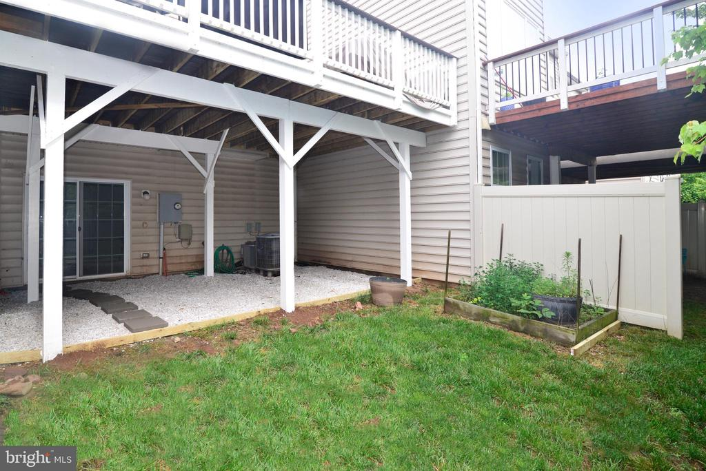 Private Deck offset from neighbors - 43275 MITCHAM SQ, ASHBURN