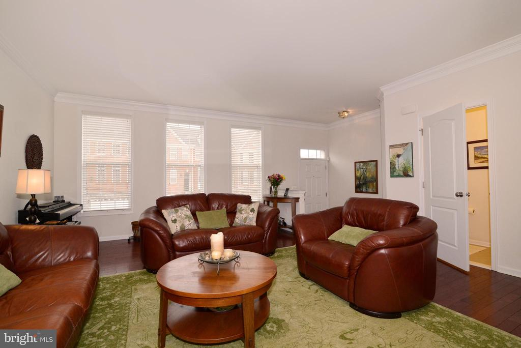 Hardwood throughout - 43275 MITCHAM SQ, ASHBURN