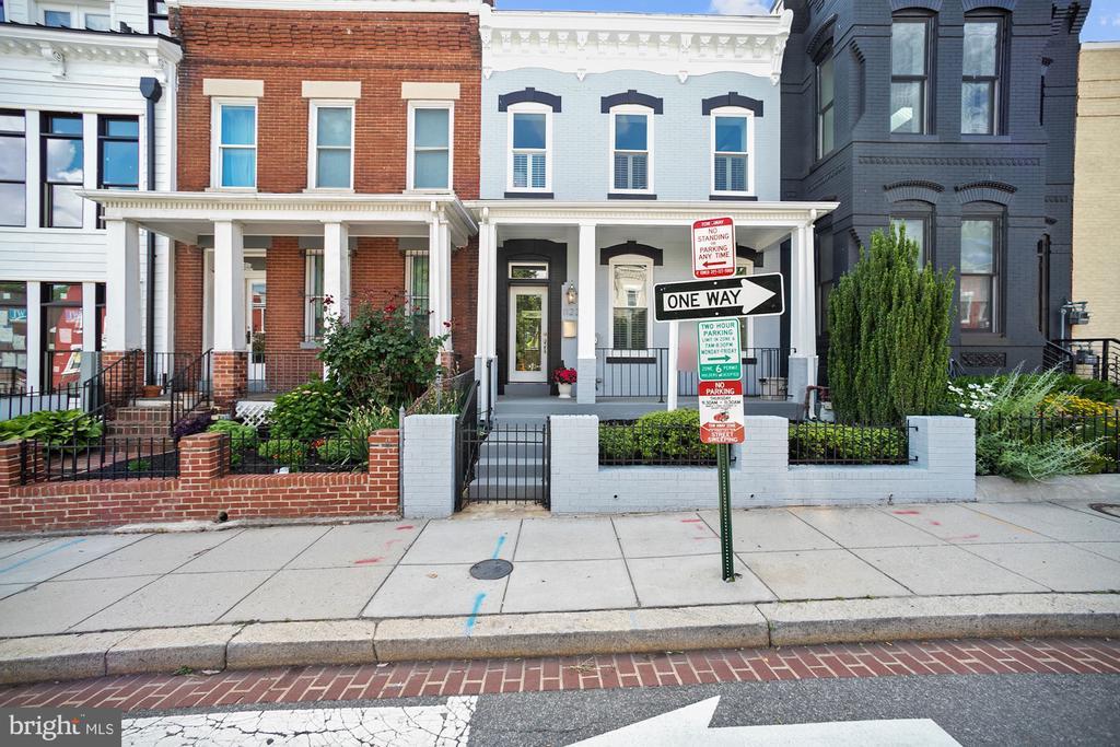 Street scape - 1122 6TH ST NE, WASHINGTON