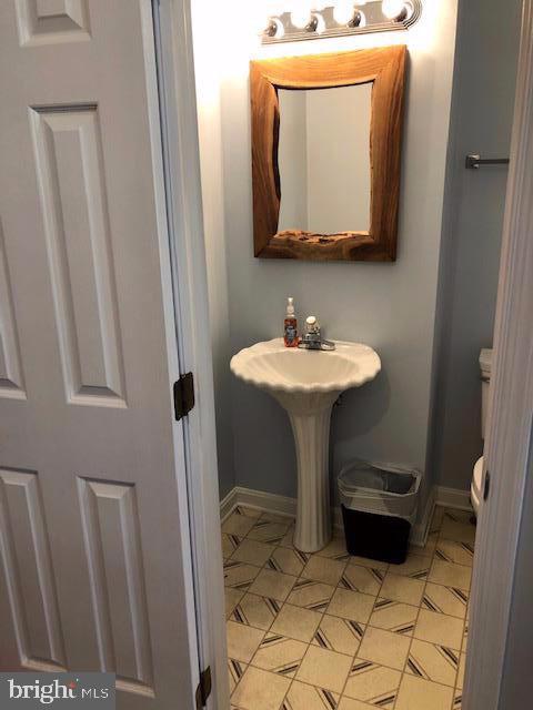 Half Bath - 31 VICTORIA SQ, FREDERICK