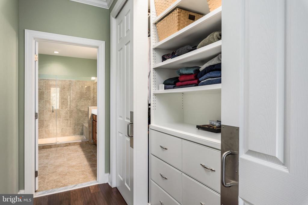 Built-in cabinet in Master Bedroom - 44557 GRANITE RUN TER, ASHBURN