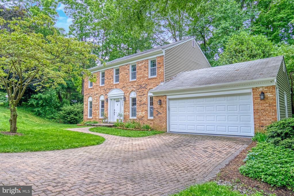 Beautiful brick driveway and 2-car garage - 9631 BOYETT CT, FAIRFAX