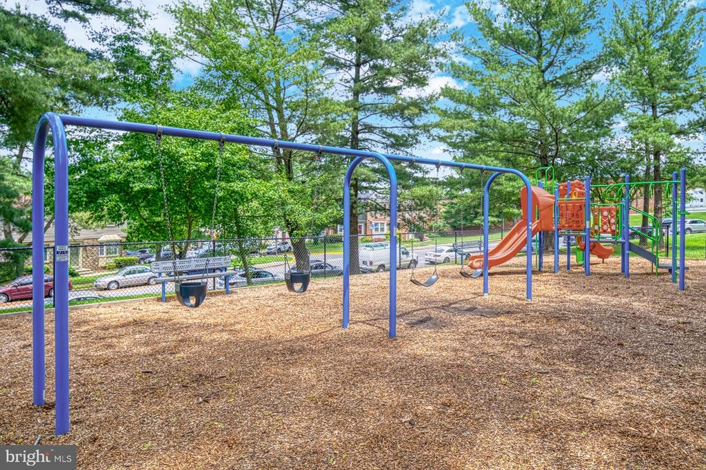 Two tot lots and a sports court - 9631 BOYETT CT, FAIRFAX