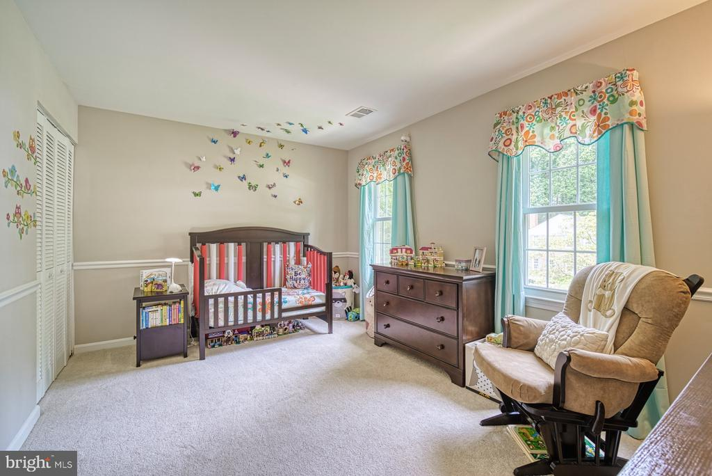 Bedroom 2 with chair rail - 9631 BOYETT CT, FAIRFAX