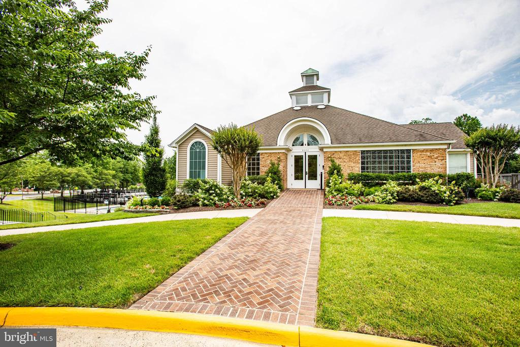Walk to the community clubhouse. - 7459 CROSS GATE LN, ALEXANDRIA