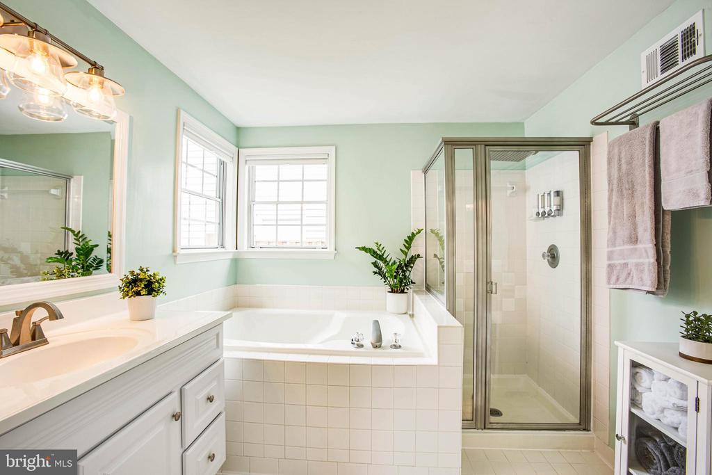 New vanity, fixtures, toilet and lighting-oh, my! - 7459 CROSS GATE LN, ALEXANDRIA