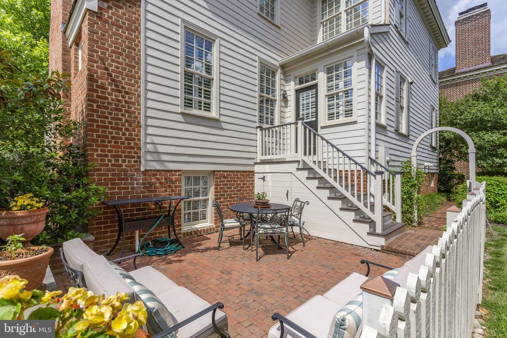 Plenty of Room for a Grill and Outdoor Dining - 9902 PALACE GREEN WAY, VIENNA