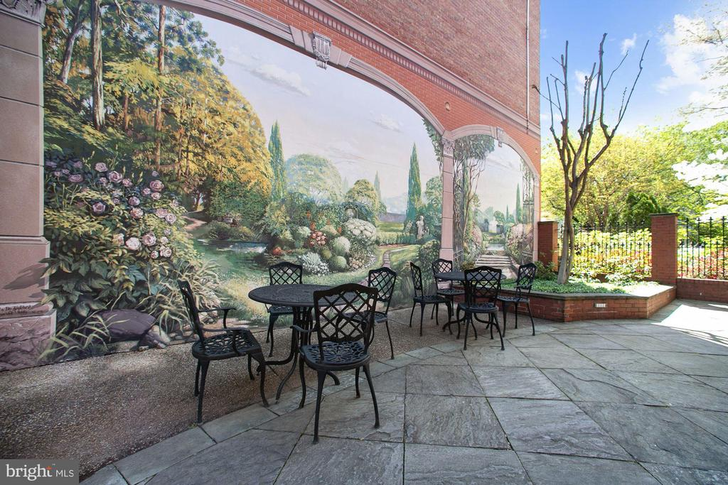 Custom mural lends a Tuscan air to the courtyard - 712 E CAPITOL ST NE, WASHINGTON