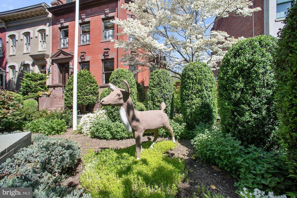 The Deer House mascot - 712 E CAPITOL ST NE, WASHINGTON