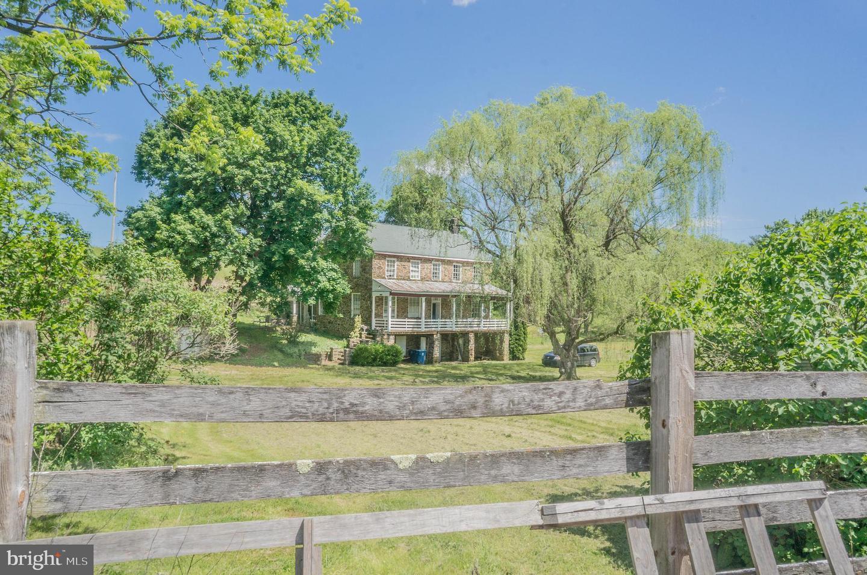 Single Family Homes للـ Sale في Spring Grove, Pennsylvania 17362 United States