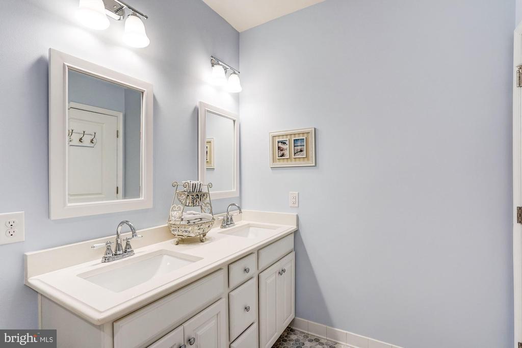 Full bathroom has double vanity - 23631 HAVELOCK WALK TER #420, ASHBURN