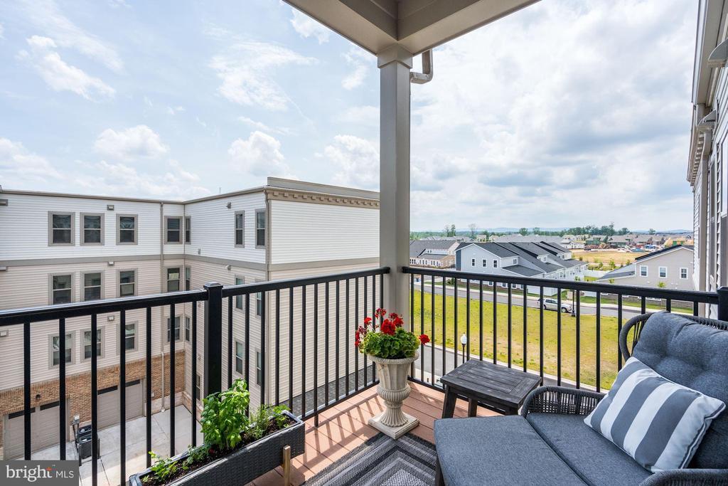 Premium views from private patio - 23631 HAVELOCK WALK TER #420, ASHBURN