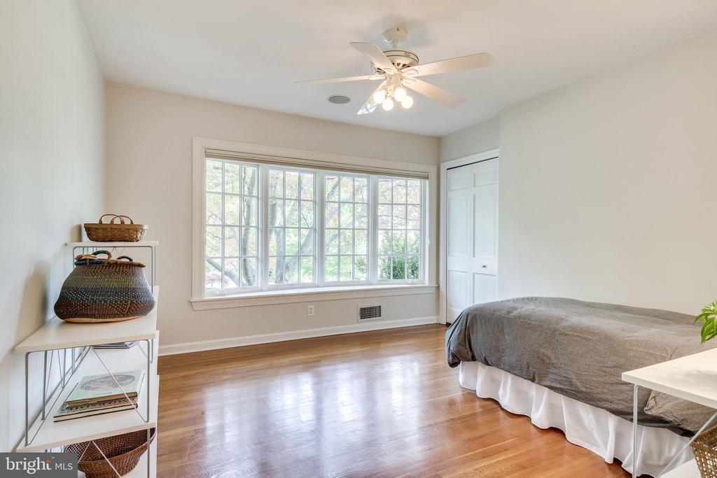 Bedroom with Large Bay Window - 4501 35TH RD N, ARLINGTON