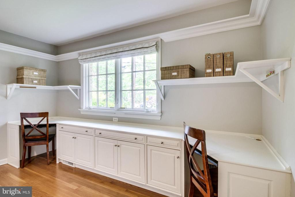 Custom Cabinets and Work Space - 4501 35TH RD N, ARLINGTON
