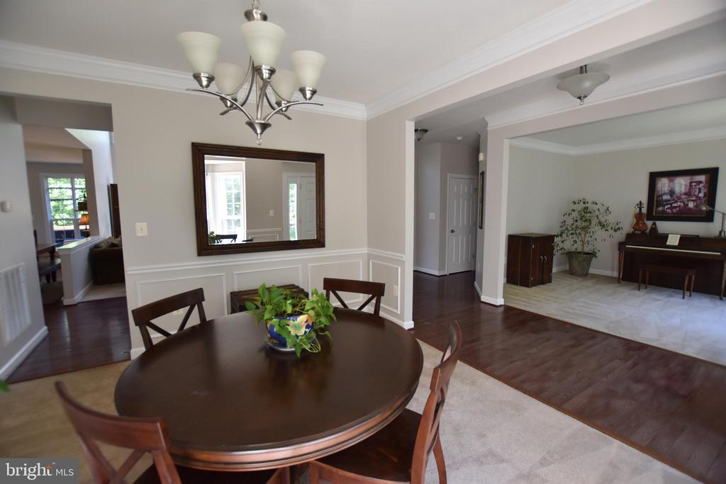 Dining room sight line to living and kitchen - 40 BELLA VISTA CT, STAFFORD