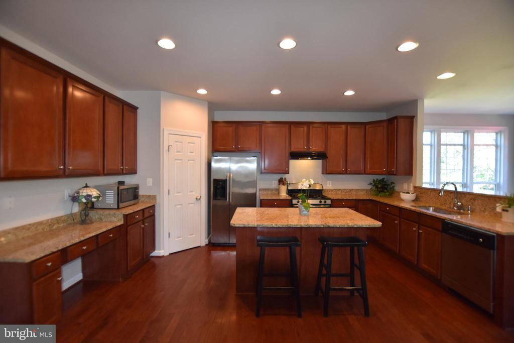 Beautiful cabinetry - 40 BELLA VISTA CT, STAFFORD