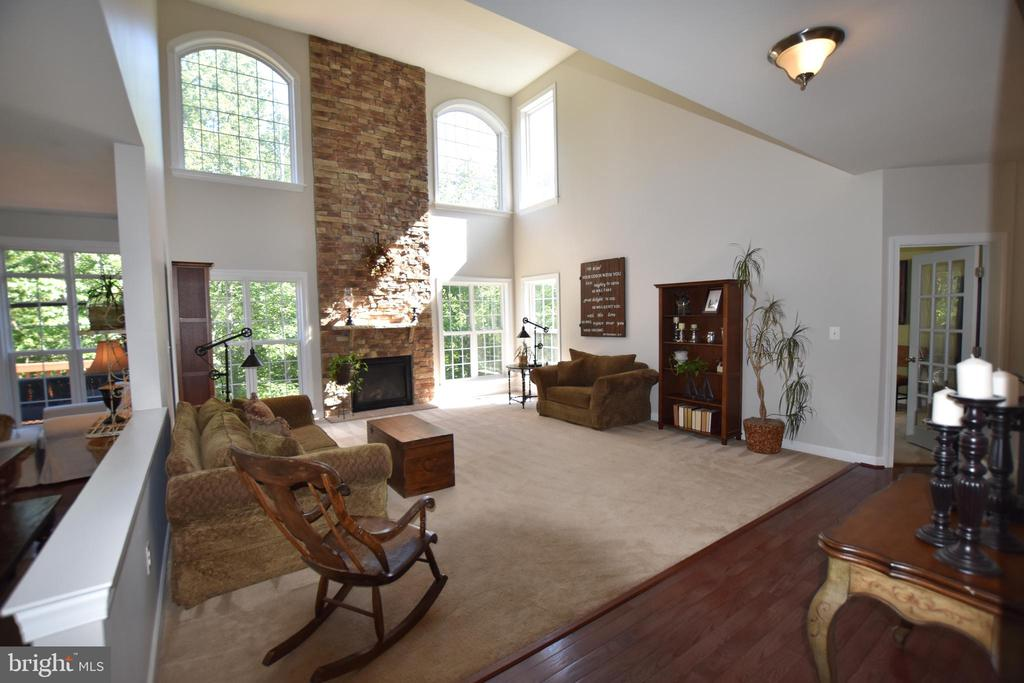2-story stone gas fireplace is a show stopper - 40 BELLA VISTA CT, STAFFORD