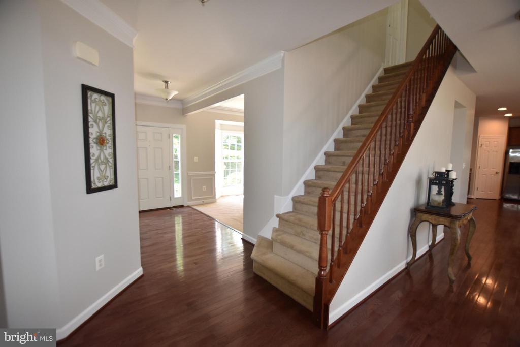 Open stairway to the 2nd floor - 40 BELLA VISTA CT, STAFFORD