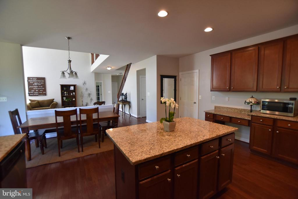 No missing out while in this kitchen - 40 BELLA VISTA CT, STAFFORD