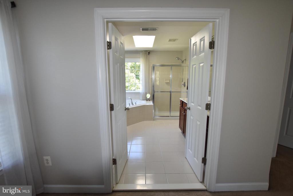 Double door entry to your master bath - 40 BELLA VISTA CT, STAFFORD