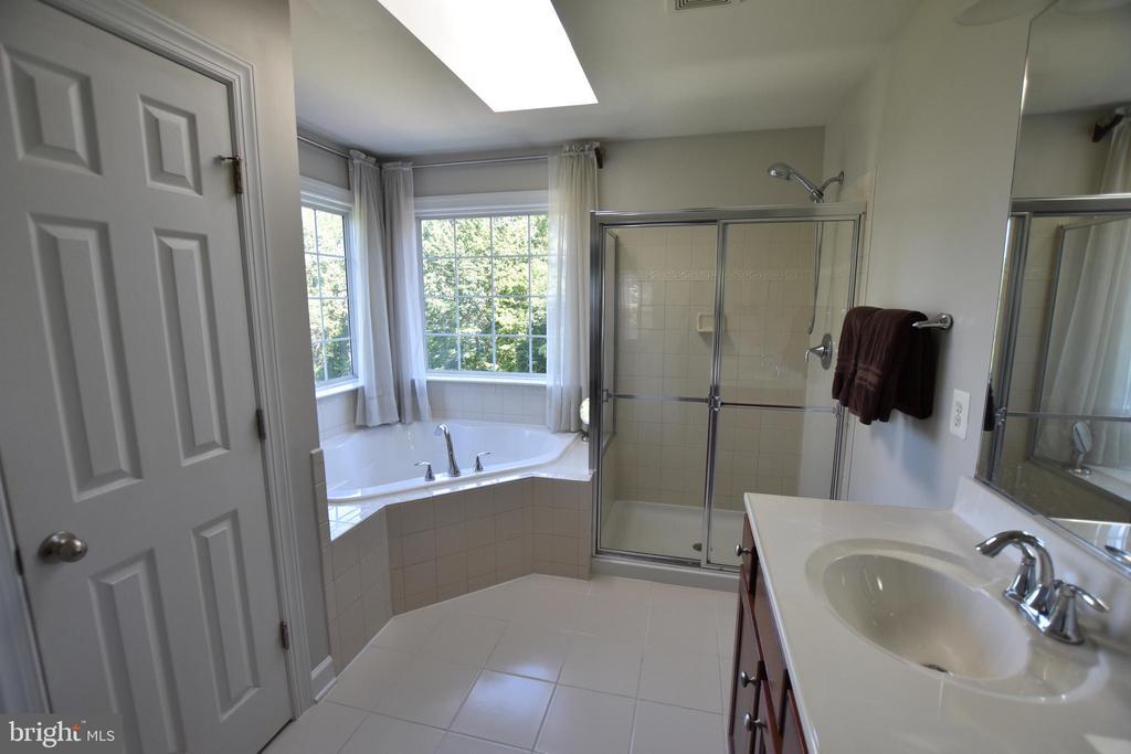 Separate water closet, soaking tub and shower - 40 BELLA VISTA CT, STAFFORD