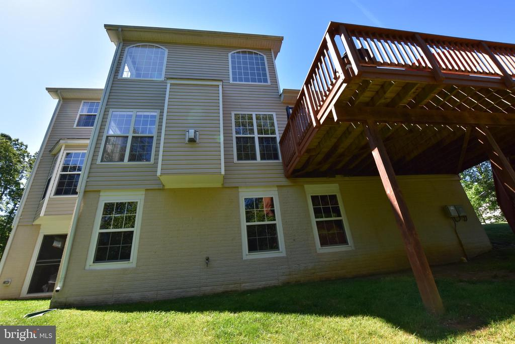 Look at those windows, letting lots of light in! - 40 BELLA VISTA CT, STAFFORD