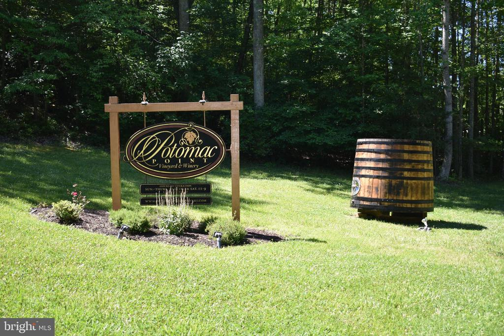 Potomac Winery is just minutes away! - 40 BELLA VISTA CT, STAFFORD