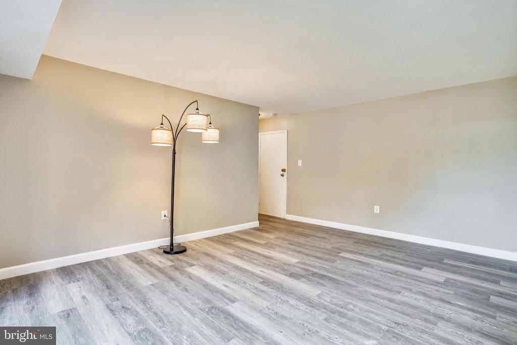 Modern new floor. - 7358 LEE HWY #T1, FALLS CHURCH