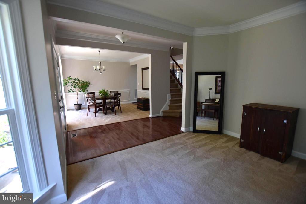 Living/music room sight line to dining room - 40 BELLA VISTA CT, STAFFORD