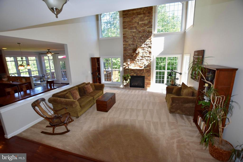 Huge open family room with lots of light! - 40 BELLA VISTA CT, STAFFORD