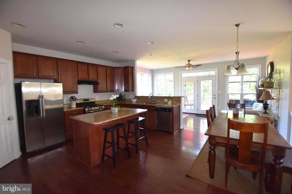 Kitchen has all your need - 40 BELLA VISTA CT, STAFFORD