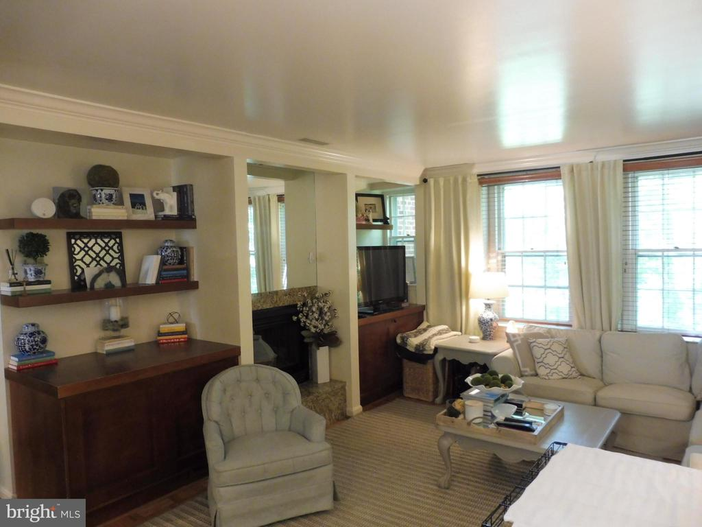 Spacious living room - 3720 39TH ST NW #A163, WASHINGTON