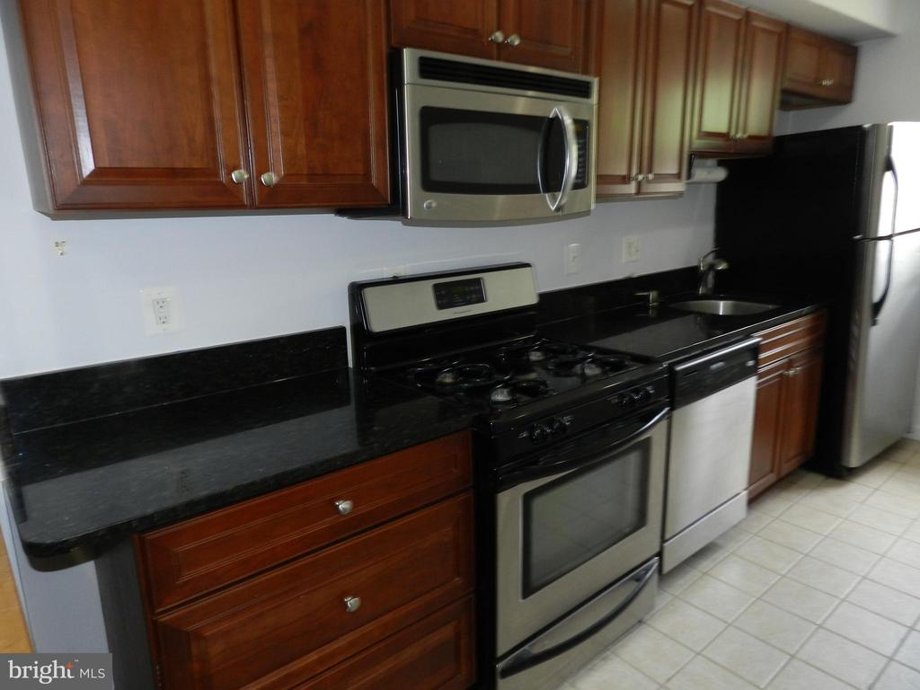 Kitchen with granite counters - 2504 22ND ST NE #6, WASHINGTON