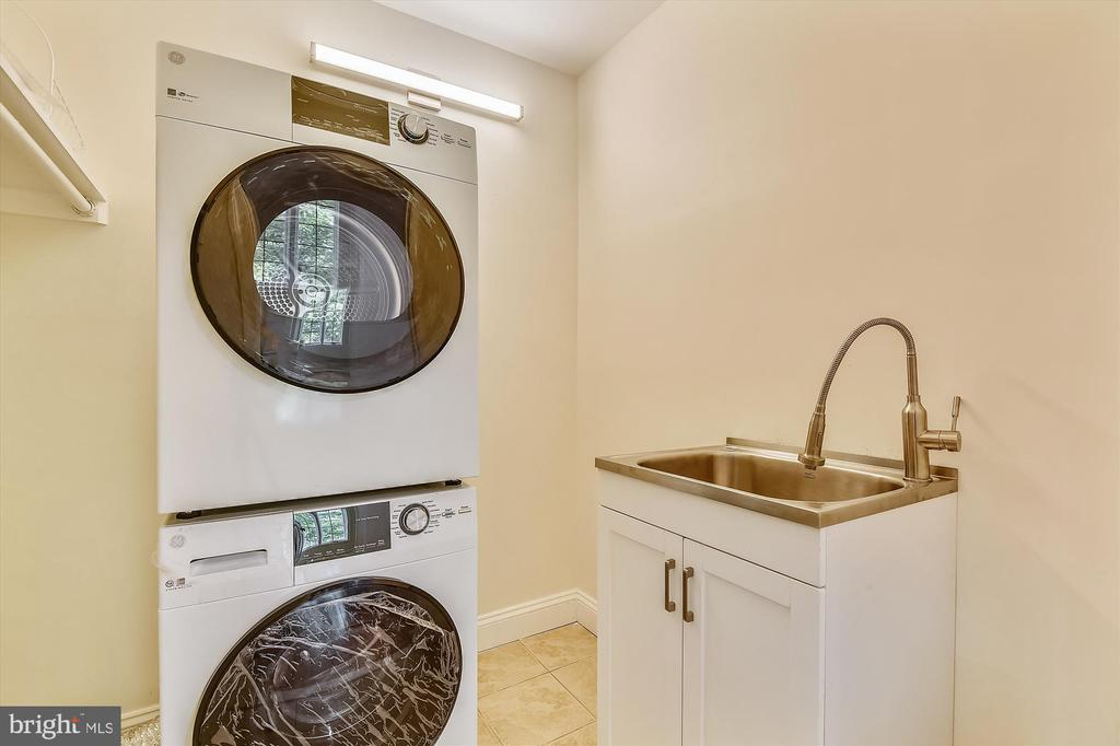 Seperate Laundry Room On Upper Level - 3114 N PERSHING DR, ARLINGTON