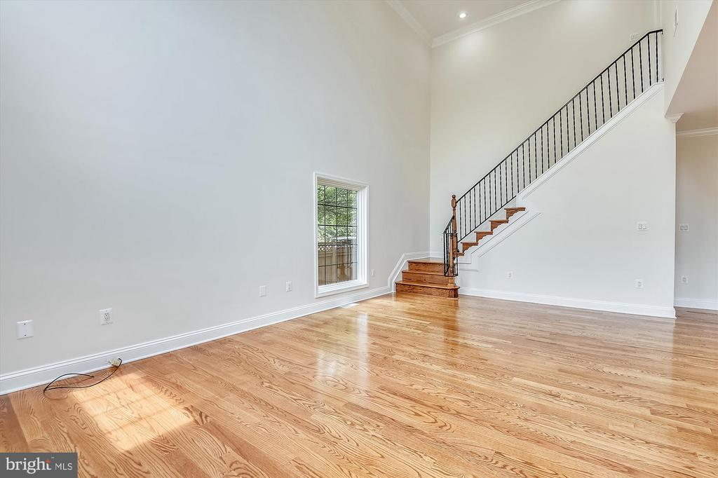 Rear staircase from Great Room - 3114 N PERSHING DR, ARLINGTON