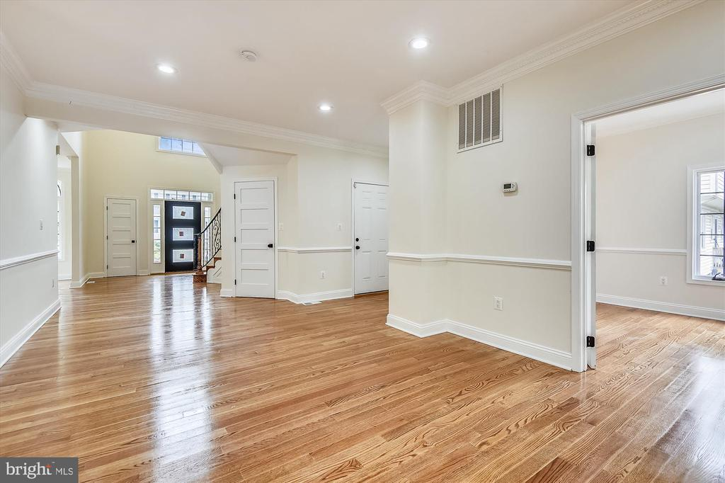 View of the front door & lobby from the Fam Rm - 3114 N PERSHING DR, ARLINGTON