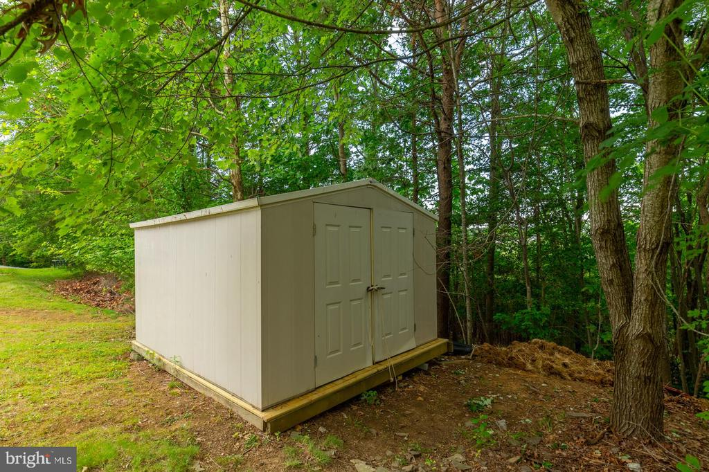 Large Shed with Brand New Flooring - 11 NASSAU CT, STAFFORD