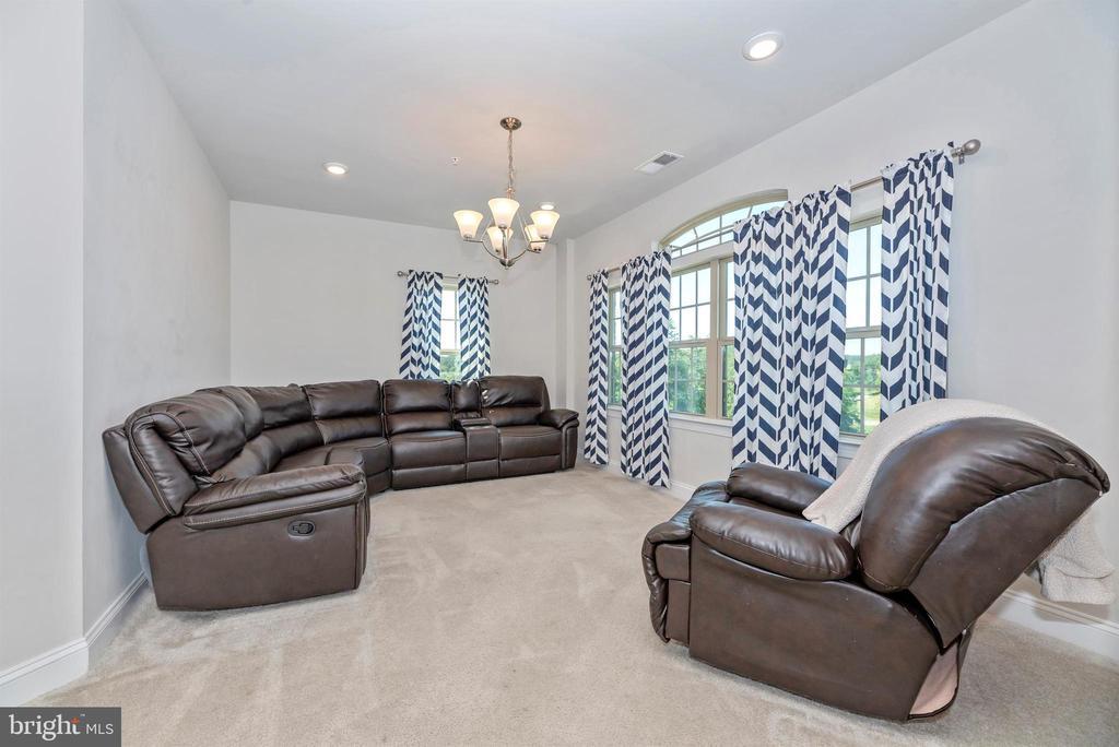 Living Room - 10024 BEERSE ST, IJAMSVILLE