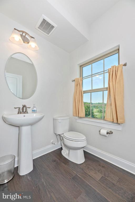 Powder Room - 10024 BEERSE ST, IJAMSVILLE