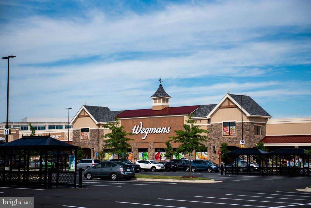 Wegmans in The Field at Commonwealth - 4613 QUINNS MILL WAY, CHANTILLY