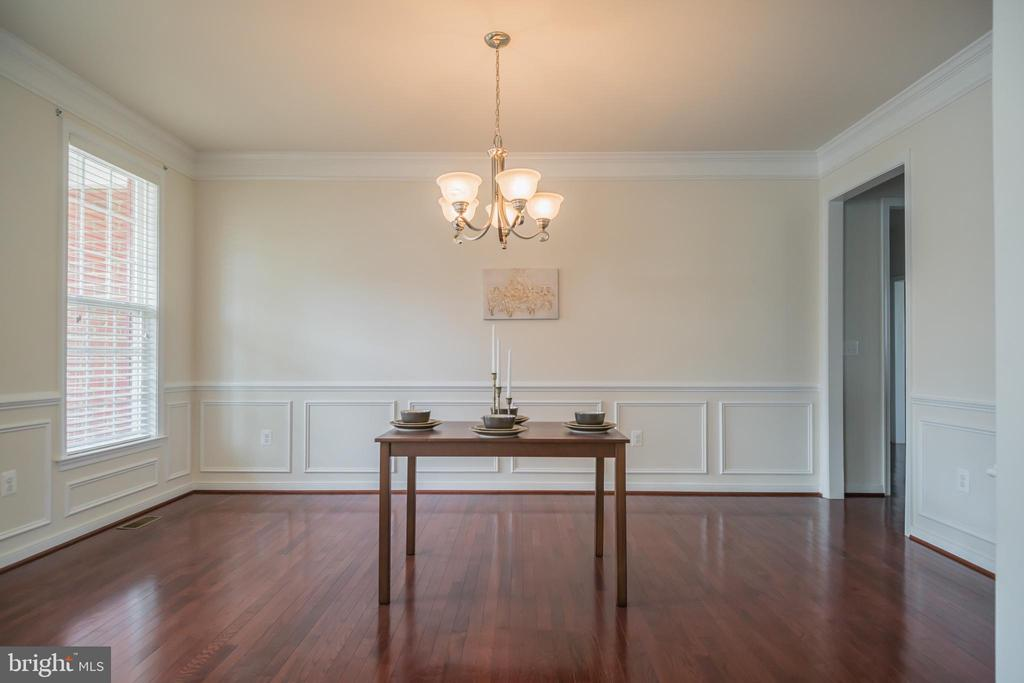 Custom wood molding in dining room - 15 SMELTERS TRACE RD, STAFFORD