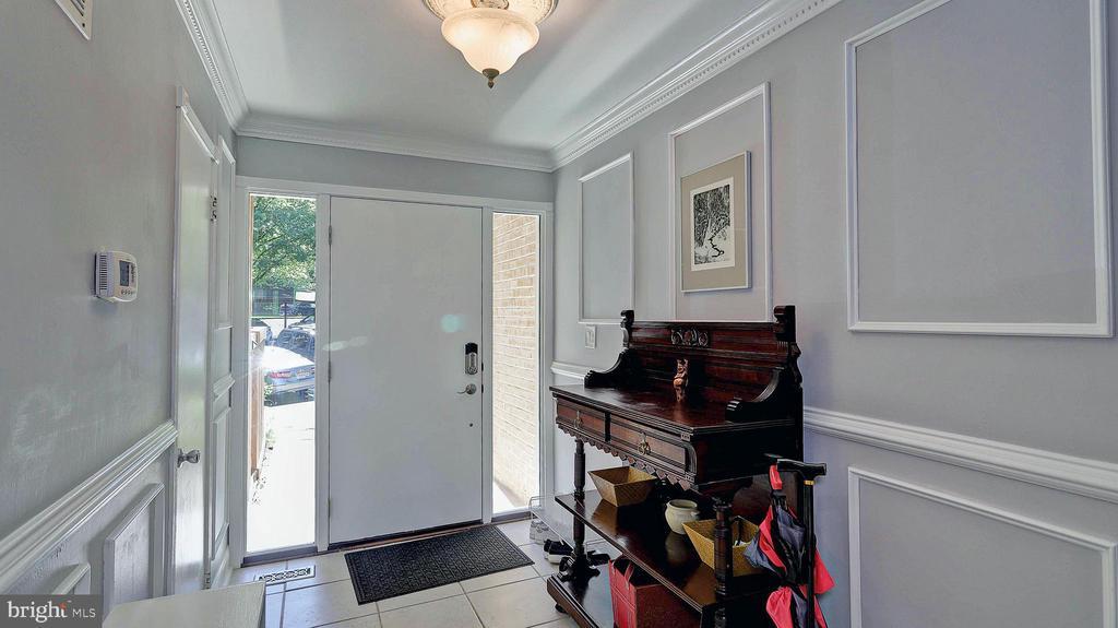 Main foyer - 11210 LAGOON LN, RESTON