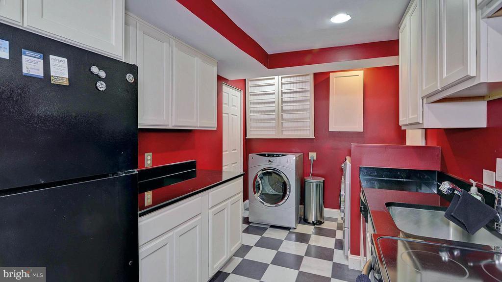 Lower level kitchen - 11210 LAGOON LN, RESTON