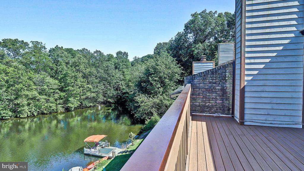 4th level deck with view - 11210 LAGOON LN, RESTON