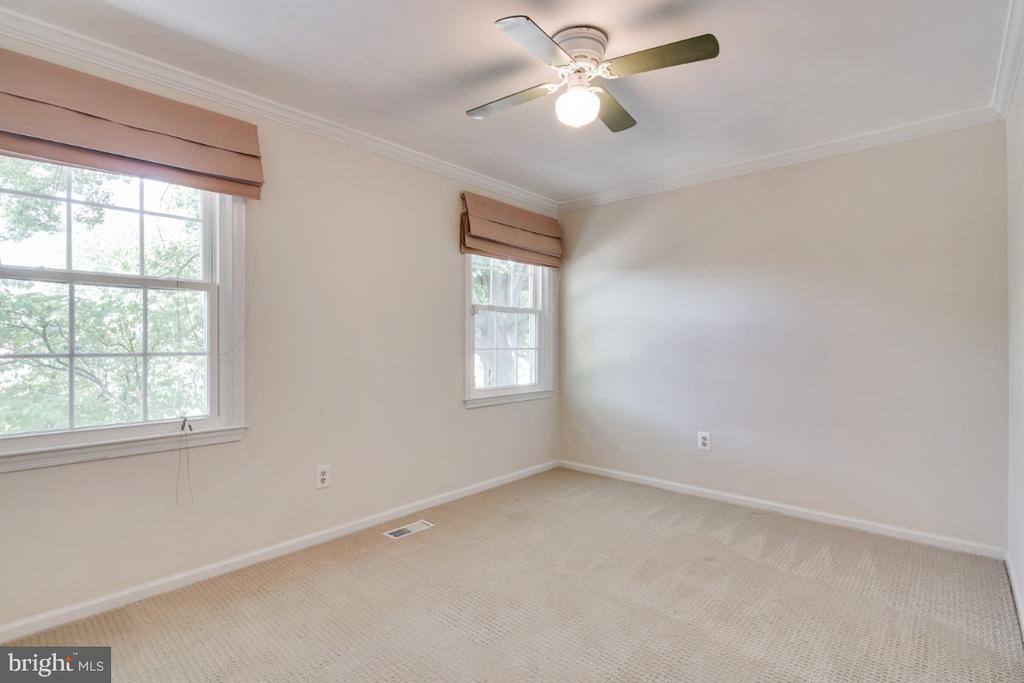 Bedroom 4 - upper level - 14422 WILLIAM CARR LN, CENTREVILLE