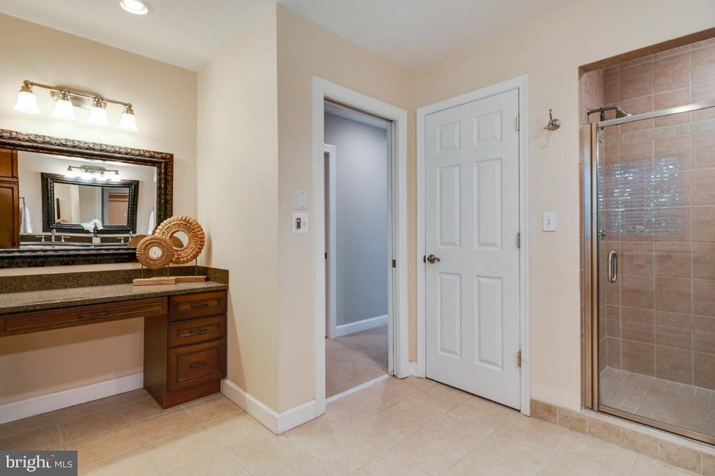 Vanity prep station - perfect space for tub! - 14422 WILLIAM CARR LN, CENTREVILLE