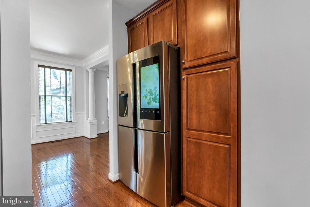 Smart refrigerator - 42636 EMPEROR DR, BRAMBLETON