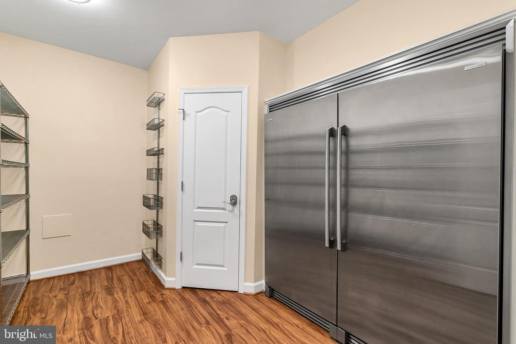 Custom pantry, huge freezer & fridge - 42636 EMPEROR DR, BRAMBLETON