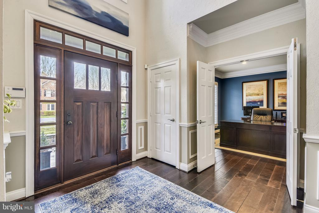 Custom door with surround sidelights - 11329 STONEHOUSE PL, POTOMAC FALLS