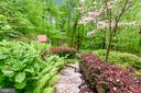 Superior Garden-style Landscaping - 11329 STONEHOUSE PL, POTOMAC FALLS